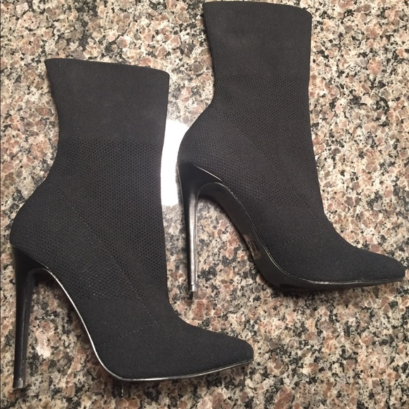 03bcdc4c3b8 🔥🔥Steve Madden Century Woven Sock Bootie🔥🔥. M 5a8120376bf5a67f3726caba